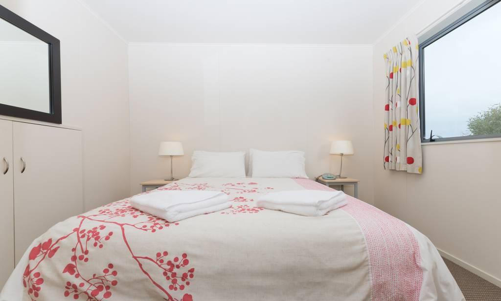 1-Bedroom-De-lux-Motel-Master-Bedroom-(2)