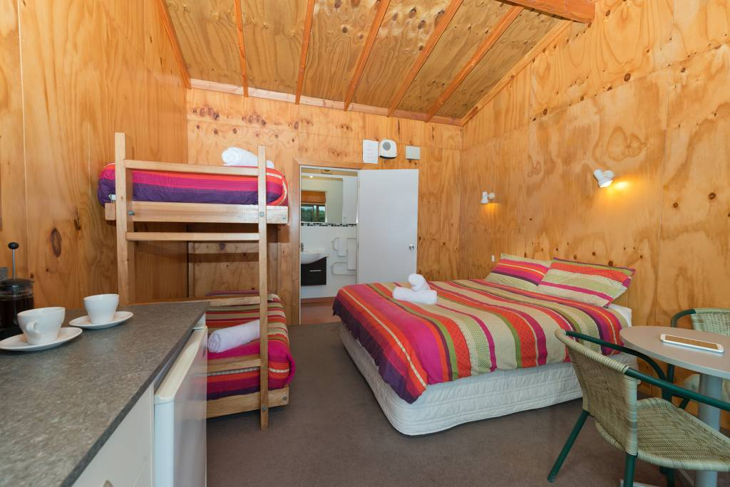 Bathroom-Cabin-Double-and-Bunks-4p-(2)