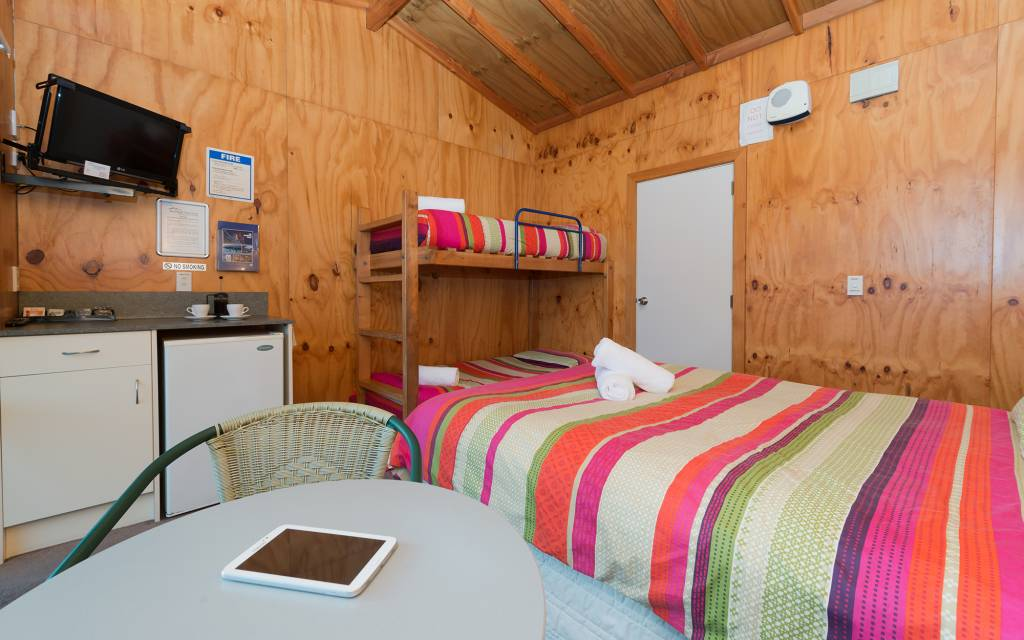 Bathroom-Cabin-Double-and-Bunks-4p-(5)