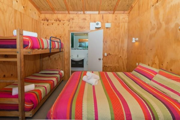 Bathroom-Cabin-Double-and-Bunks-4p-(6)
